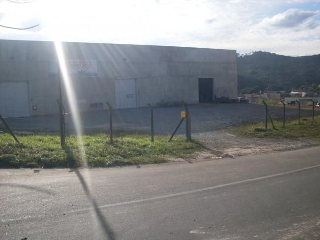 BARRACÃO RODOVIA ALMIRANTE TAMANDARÉ
