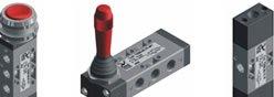 Imagem contendo alguns componentes da Série T200 - Válvula 3/2, 5/2, 5/3 - G1/8