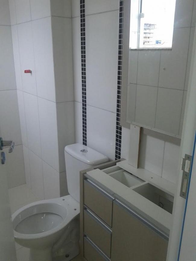 RO-CAMBORIU-23  Apartamento com duas suítes, sacada com chur